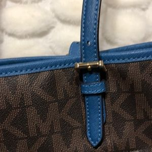 Michael Kors Bags - MICHEAL KORS BAG. LIKE NEW. AUTHENIC
